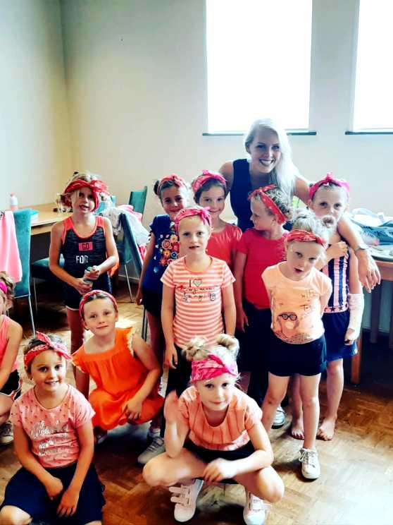 Foto 2: Swingen en springen doen de kleintjes zeker met de kidsdance workshop