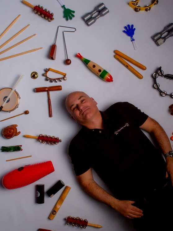 Foto 1: Bespeel meerdere instrumenten tijdens deze percussie experience