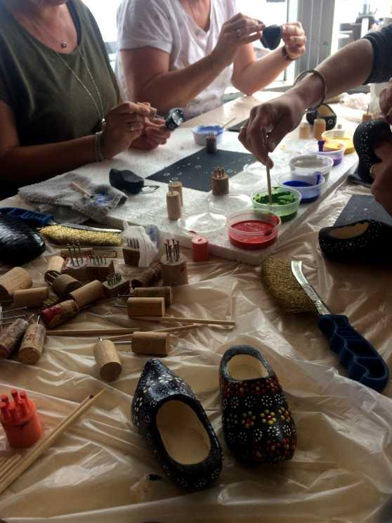 Foto 5: Workshop Staphorster stipwerk een traditioneel techniek om stoffen te versieren