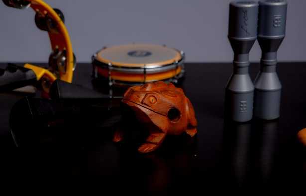 Foto 4: Bespeel meerdere instrumenten tijdens deze percussie experience