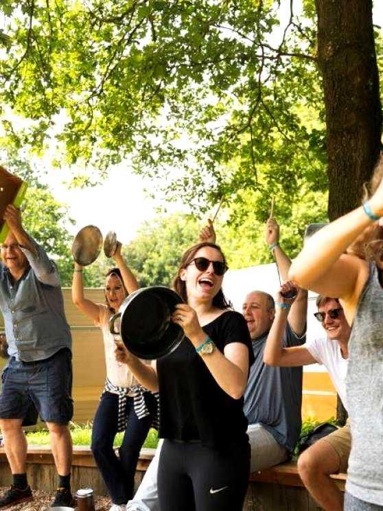 Foto 1: Percussie & Drums, maar dan op rommel