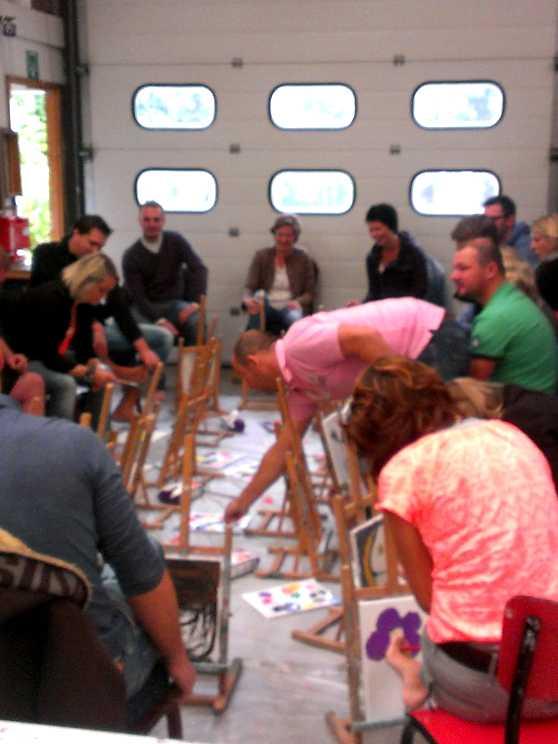 Foto 2: Workshop blote voeten schilderen, ludiek, creatief en heel veel lol