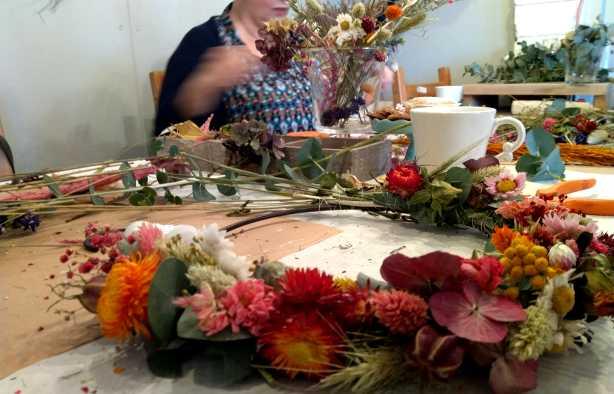 Foto 4: Workshop Droogbloemen Kransen - Gewoon bij jullie aan huis!
