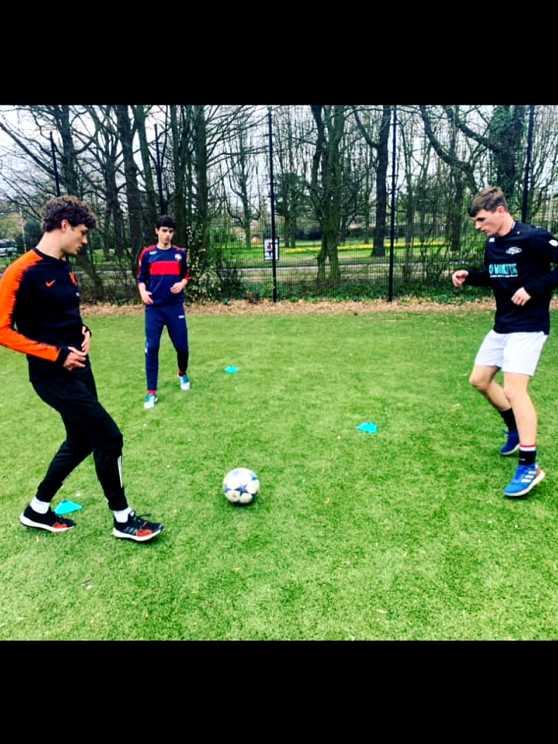 Foto 2: Leer de tofste straatvoetbal trucs van een panna legend!