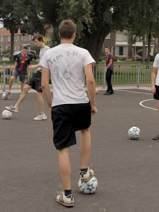 Foto 1: Leer de tofste straatvoetbal trucs van een panna legend!