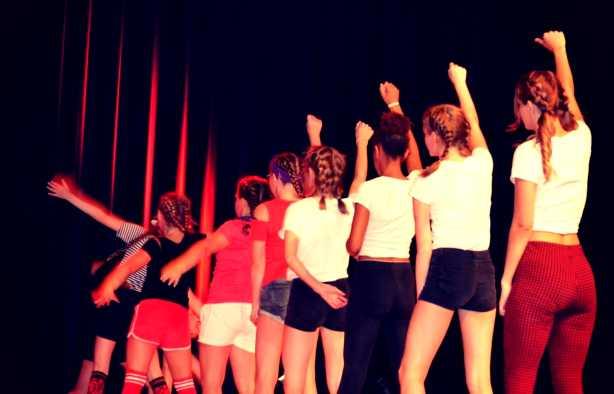 Foto 4: Swingen en springen doen de kleintjes zeker met de kidsdance workshop