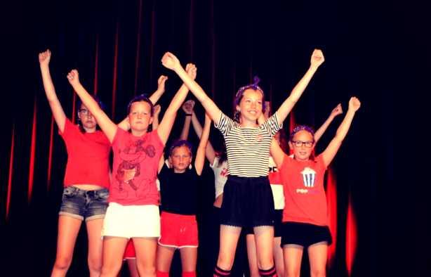 Foto 3: Swingen en springen doen de kleintjes zeker met de kidsdance workshop