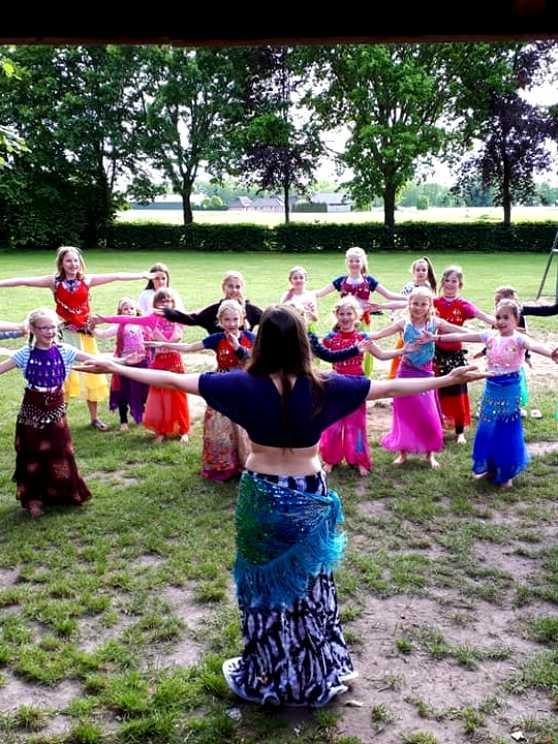 Foto 2: Workshop Buikdansen, Sierlijk, Elegant en Vrouwelijk!