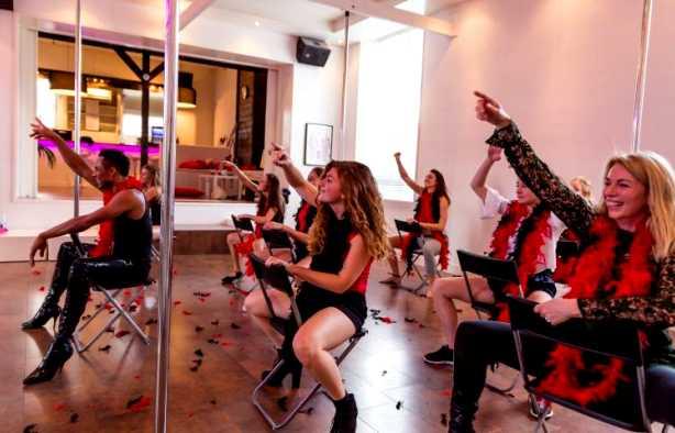 Foto 3: Dansen op een sensuele, uitdagende en sierlijke wijze