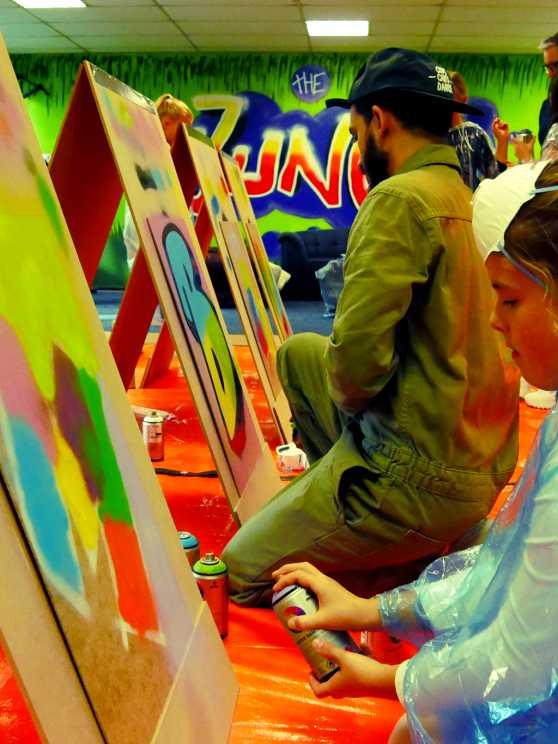 Foto 1: Creativiteit en plezier tijdens een graffiti kinderfeestje