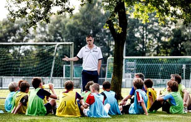 Foto 3: Leer de tofste straatvoetbal trucs van een panna legend!