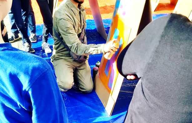 Foto 4: Creativiteit en plezier tijdens een graffiti kinderfeestje